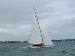 Vi sejler også i mere kedeligt vejr. Det er jo altid dejligt at komme ud at sejle.